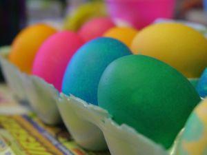800px-Easter_eggs-midiman