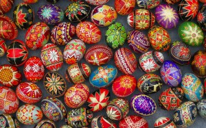 More pysanky... the variations are eternal and endless.